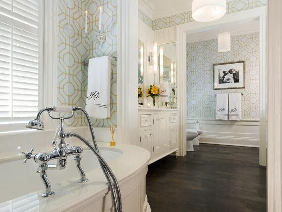 Oliveaux: Beautiful bathroom...