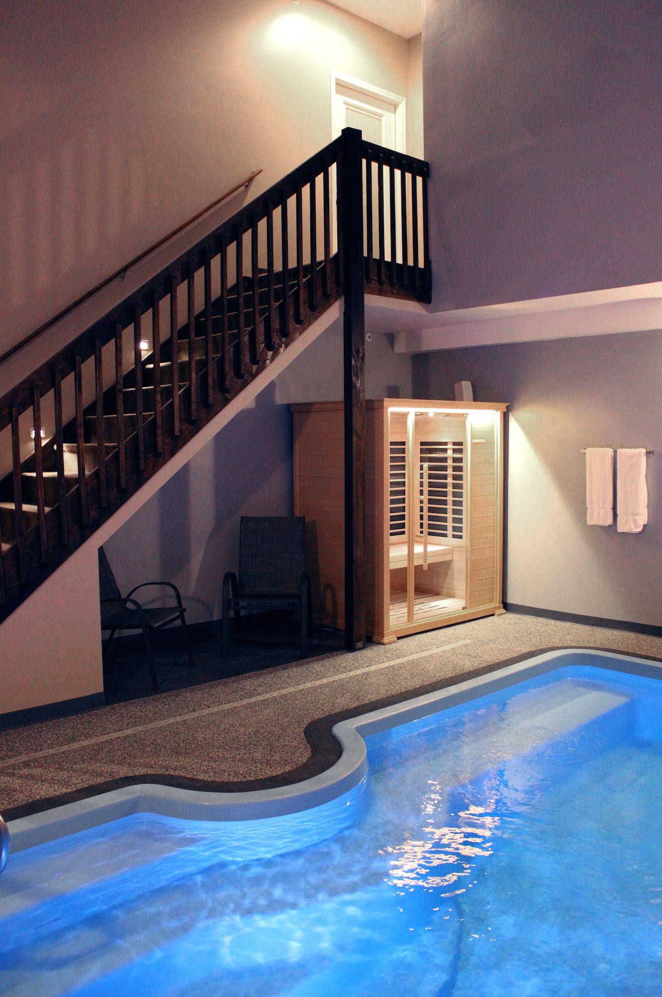 Belamere Suites The Grand Royal Swimming Pool Suite Swimming Pool In Room Perrysburg Ohio Romantic Hotel Rooms Romantic Hotel Suites Ohio Hotels