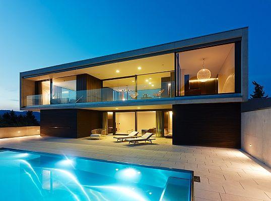 Moderne luxushäuser mit pool  Haus am Hang im Vorarlberger Rheintal | Häuser | Pinterest ...