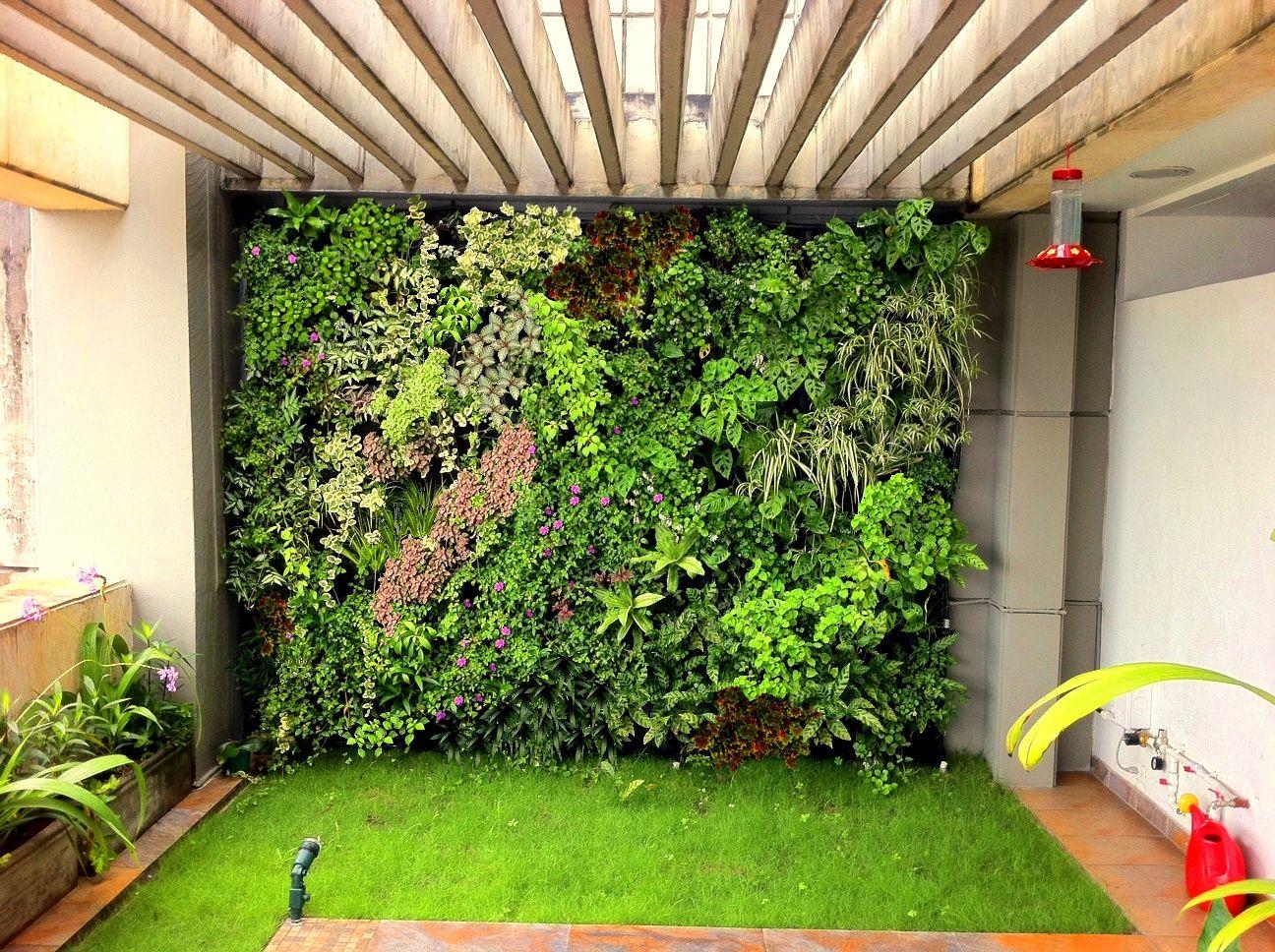 Muro verde en casa hugo jardines verticales jardines for Jardines verdes