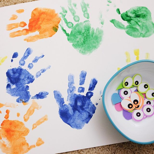We had some simple hand print fun last week and today we going to make some handprint monsters! #whatxuedoathome #kidcrafts #craftforkids #artforkids #preschoolart #preschoolathome #homeschoolpreschool #preschoolhomeschool #toddleractivities #invitationtoplay #playideas