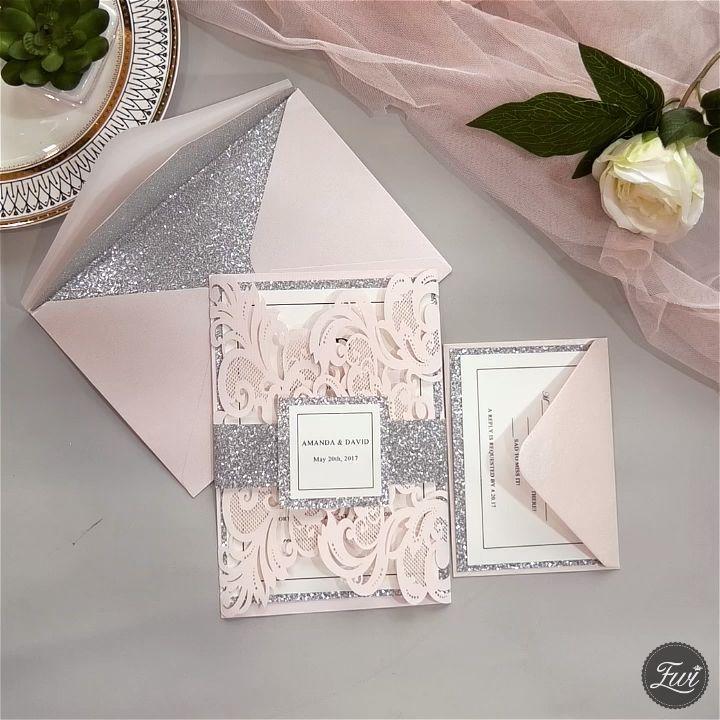 Erroten Sie Rosa Und Silberne Lasergeschnittene Hochzeitseinladungen