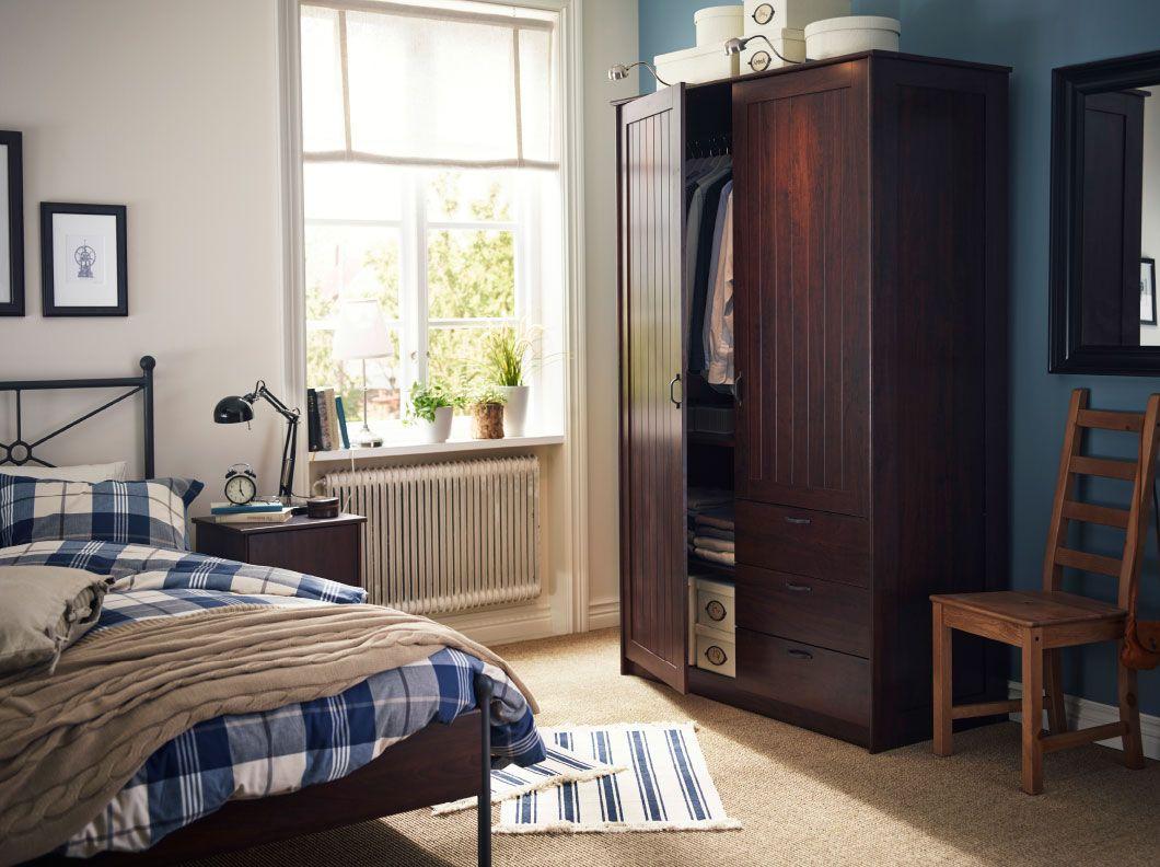 dormitorio tradicional con armario cama y mesilla de noche musken marrones