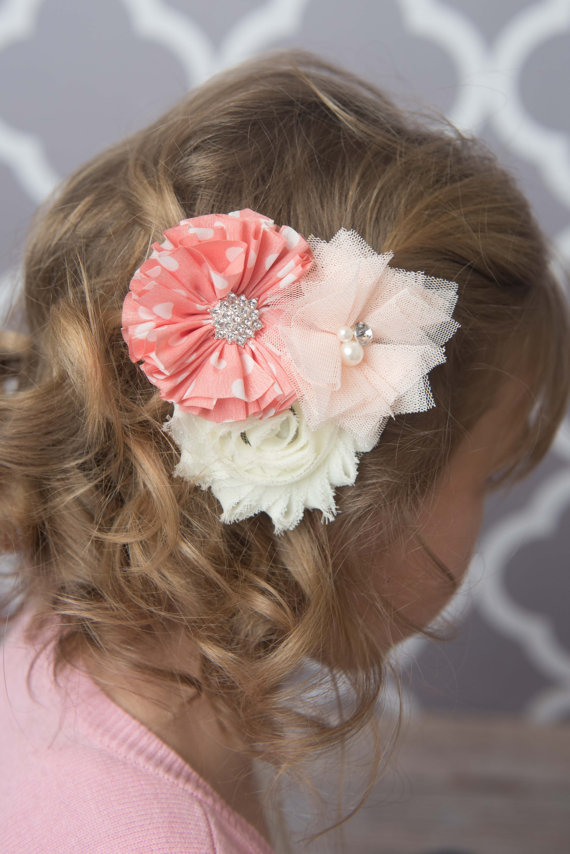 Beautiful flower hair clip for girls - La Bella Rose Boutique. Girls hairstyles, flower girl hair, baby girl clothes.