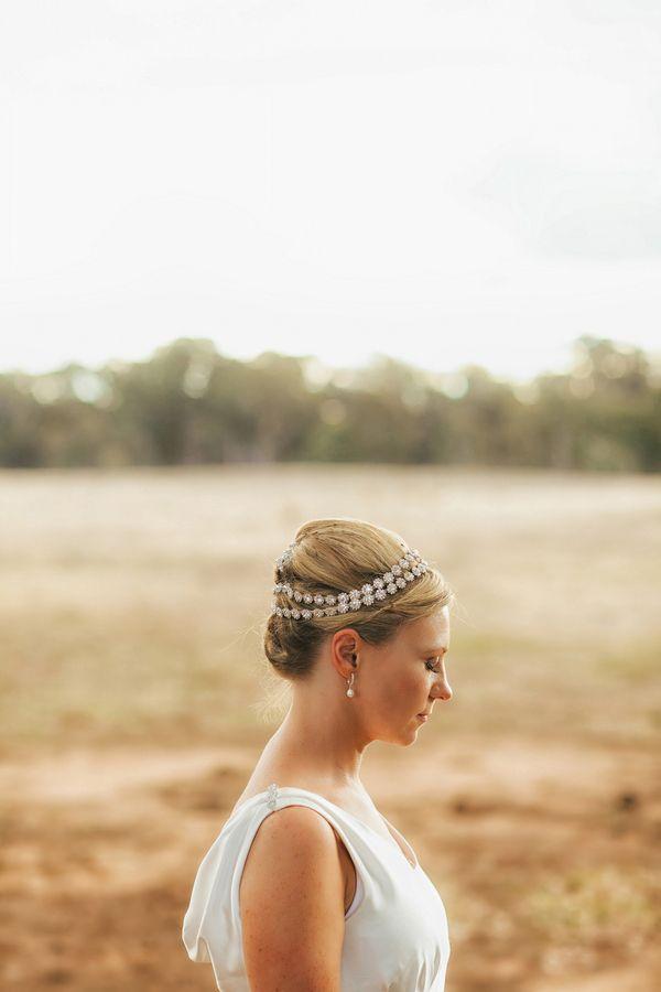 Natural Beauty – Riverside Australian Wedding by Oli Sansom Photography.  Peinados De NoviaNoviosPeinado Para ... fe8a0a425f4a