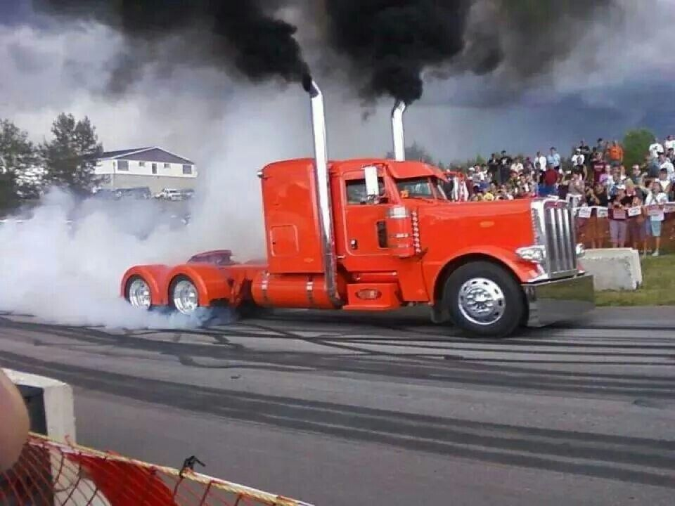 Your dually pickup does burn outs... thats cute Camiones