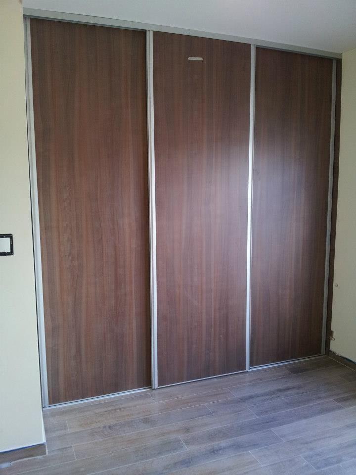 Tres puertas corredizas con kit de aluminio frentes e for Puertas corredizas para closet