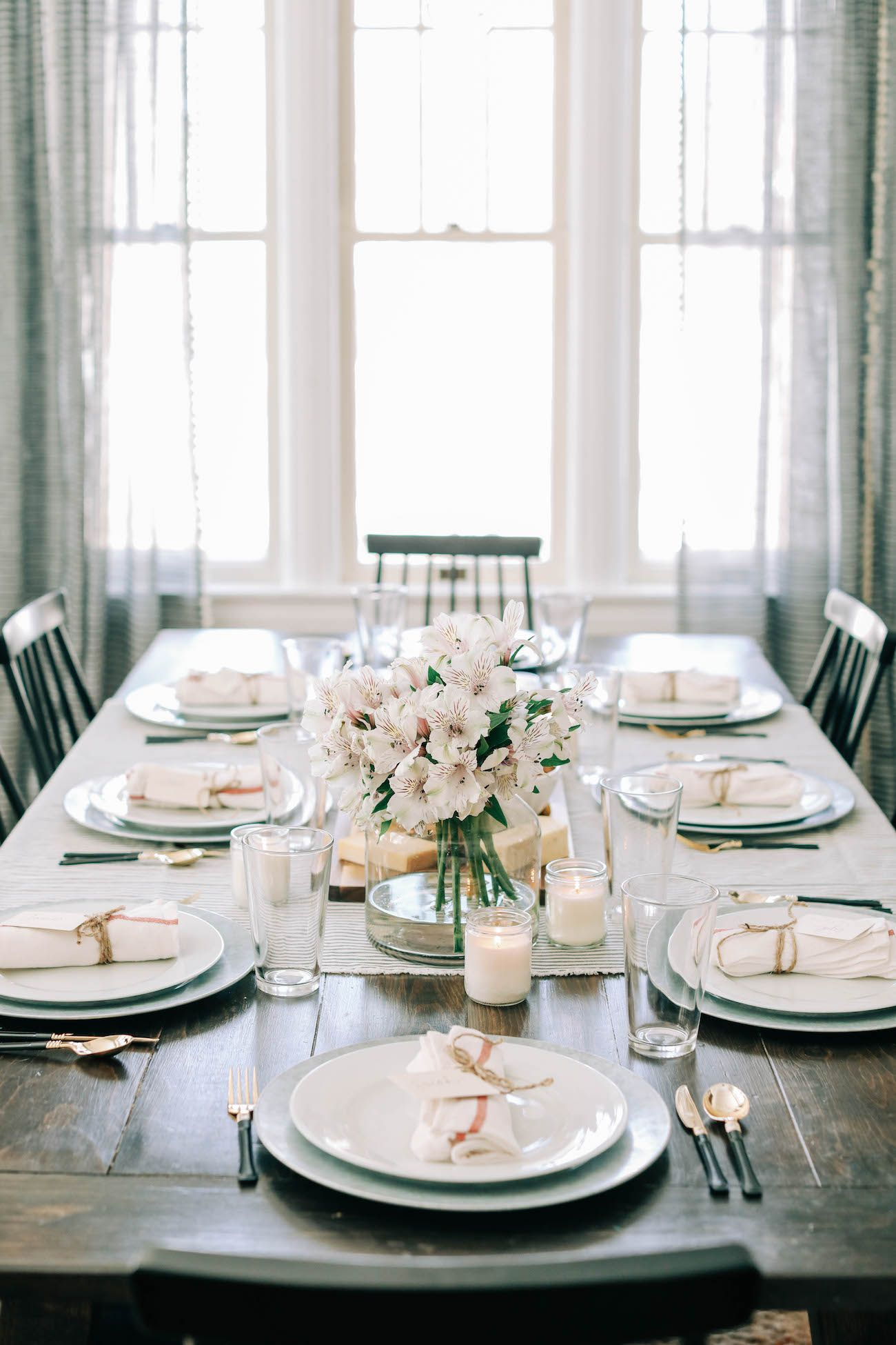 Setting The Table For A Casual Dinner Party Dinner Party Table Settings Dinner Party Table Casual Dinner Parties