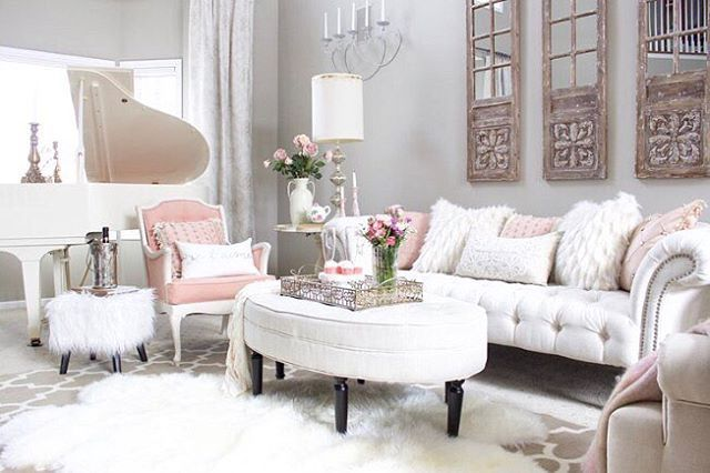 Since Valentine's Day is just around the corner we have teamed up with a talented group of bloggers to share easy Valentine's decor just in time for the day of Love! I have restyled my living room in soft romantic tones just by using what I already have around the house. I invite you to stop by the blog to see all the details!  You can start the tour just by clicking the link in my bio to go to styledwithlace.com  SOURCES ARE ON THE BLOG and also linked here for your convenience ➡️…
