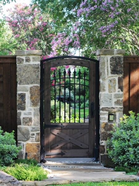 Gorgeous Front Yard Gate With Images Garden Doors