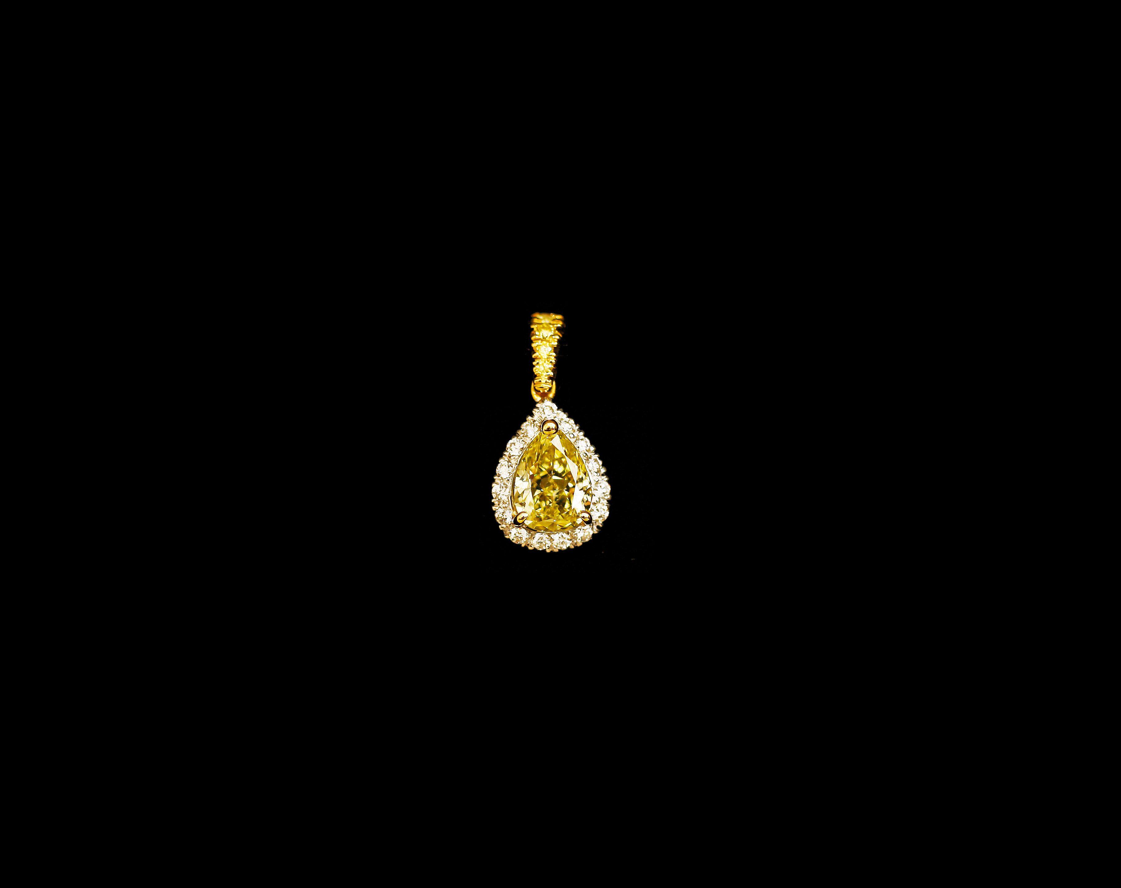 FANCY YELLOW DIAMOND PENDANT COLUCCI DIAMONDS