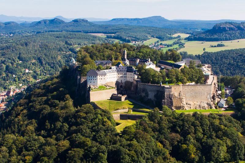 Westansicht Der Festung Konigstein Luftaufnahme C Procopter Festung Konigstein Ggmbh Festung Konigstein Elbsandsteingebirge Festung