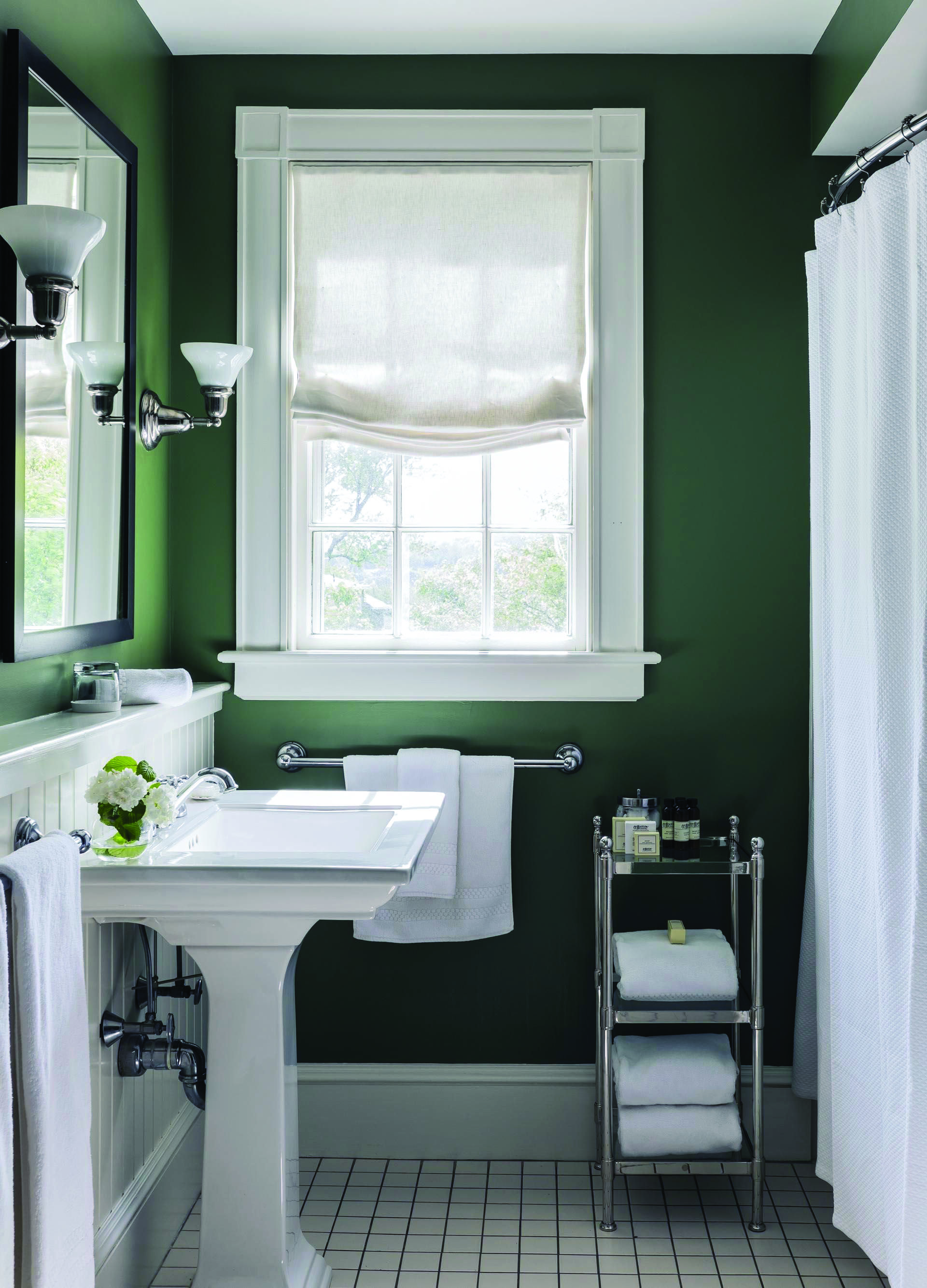 10 Paint Color Ideas For Small Bathrooms Homes Tre Green Bathroom Green Bathroom Colors Bathroom Colors