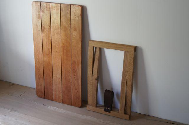 折りたたみのローテーブル第2弾です 畳んだ状態 脚を広げて 天板を乗せるだけ 真鍮の金物は Tuaregさん の 折りたたみテーブル インテリア 家具 インテリア