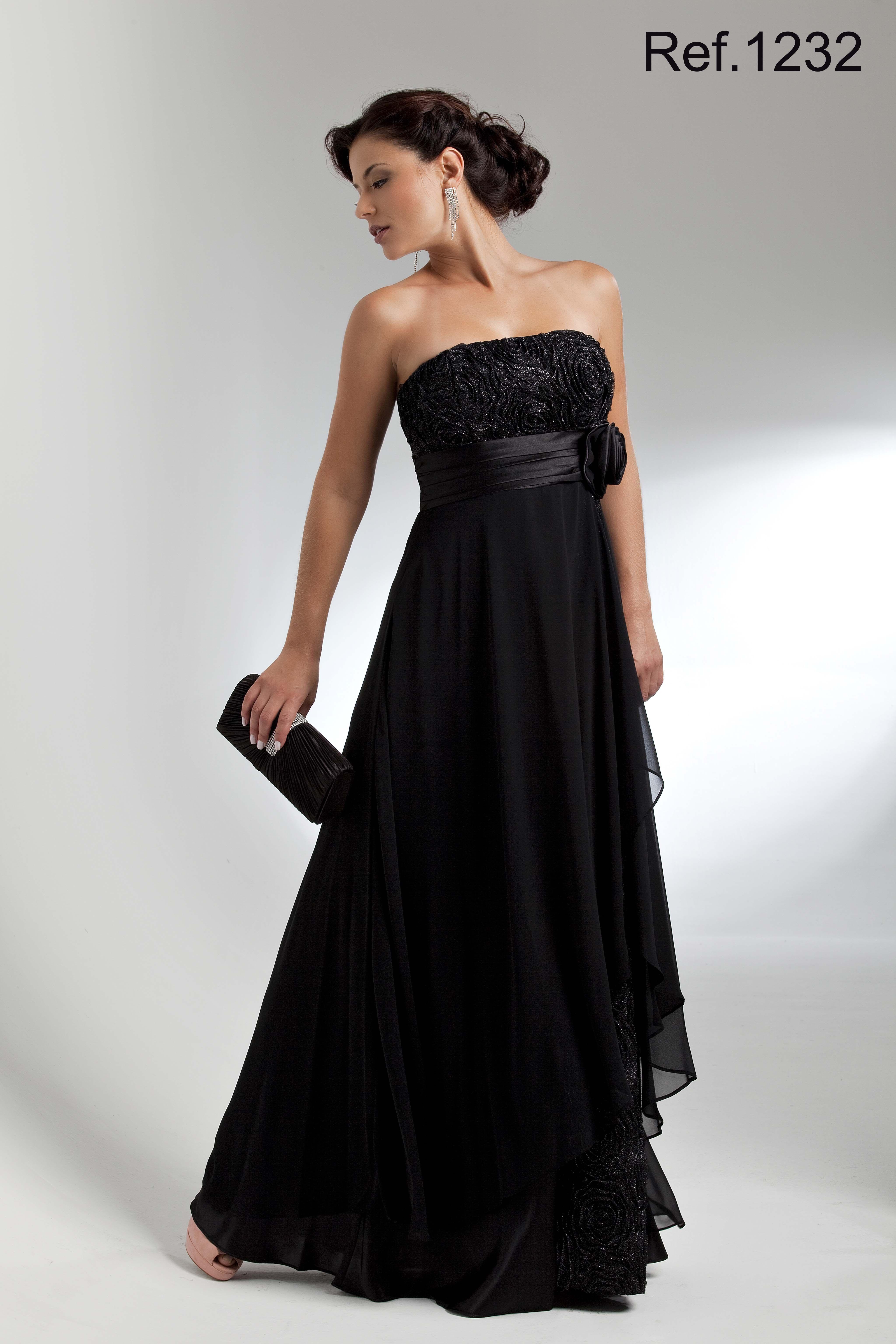 2a75dcbb10 Vestido de Festa Longo preto tomara que caia com rosas de tule no busto e  na fenda lateral - 1232