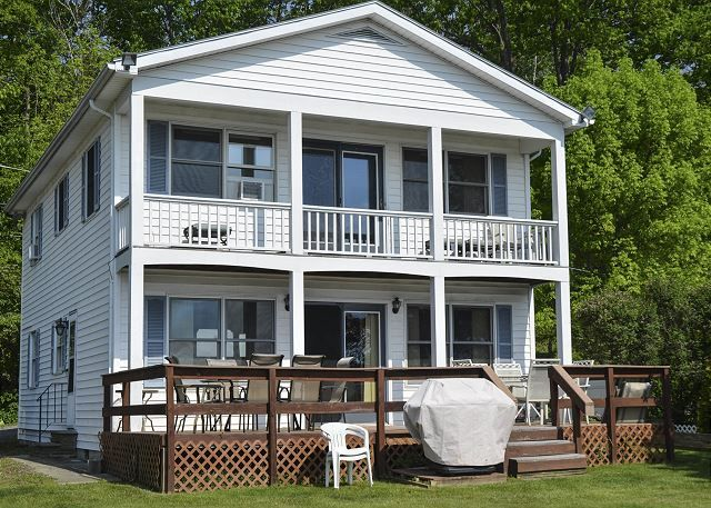 Seneca Lake Vacation Rentals: Casa Di Vino | Finger Lakes Rentals | Lakeside Seneca Lake Rentals