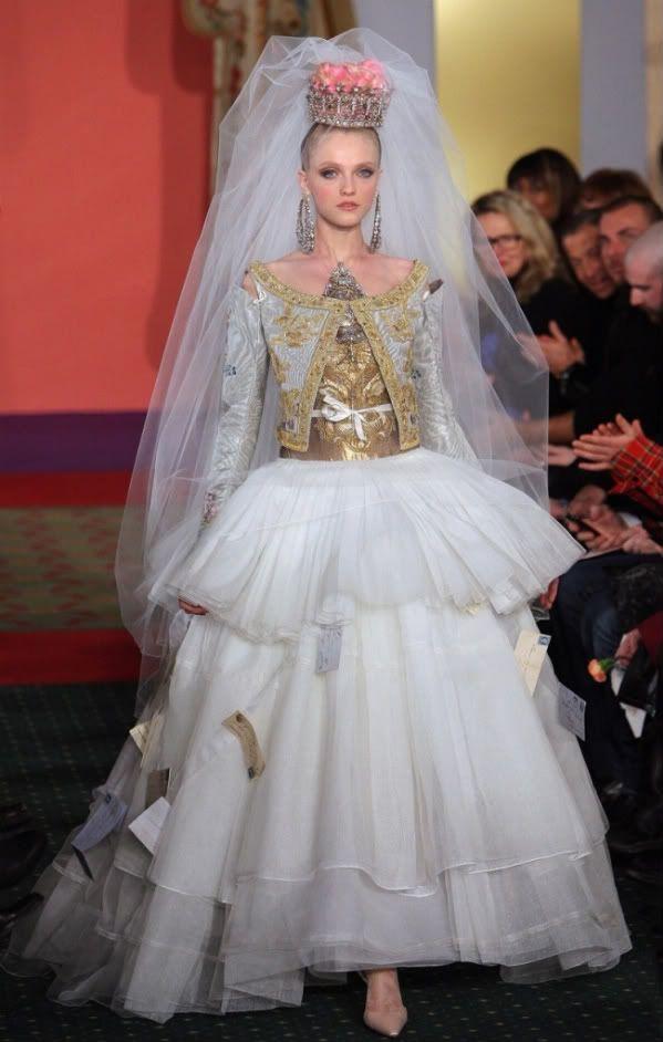 modern russian wedding dress