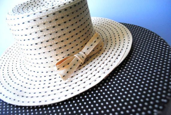 Glamour vintage 70s beige straw hat with a tall crown by VezaVe 4e4f1d5185ae