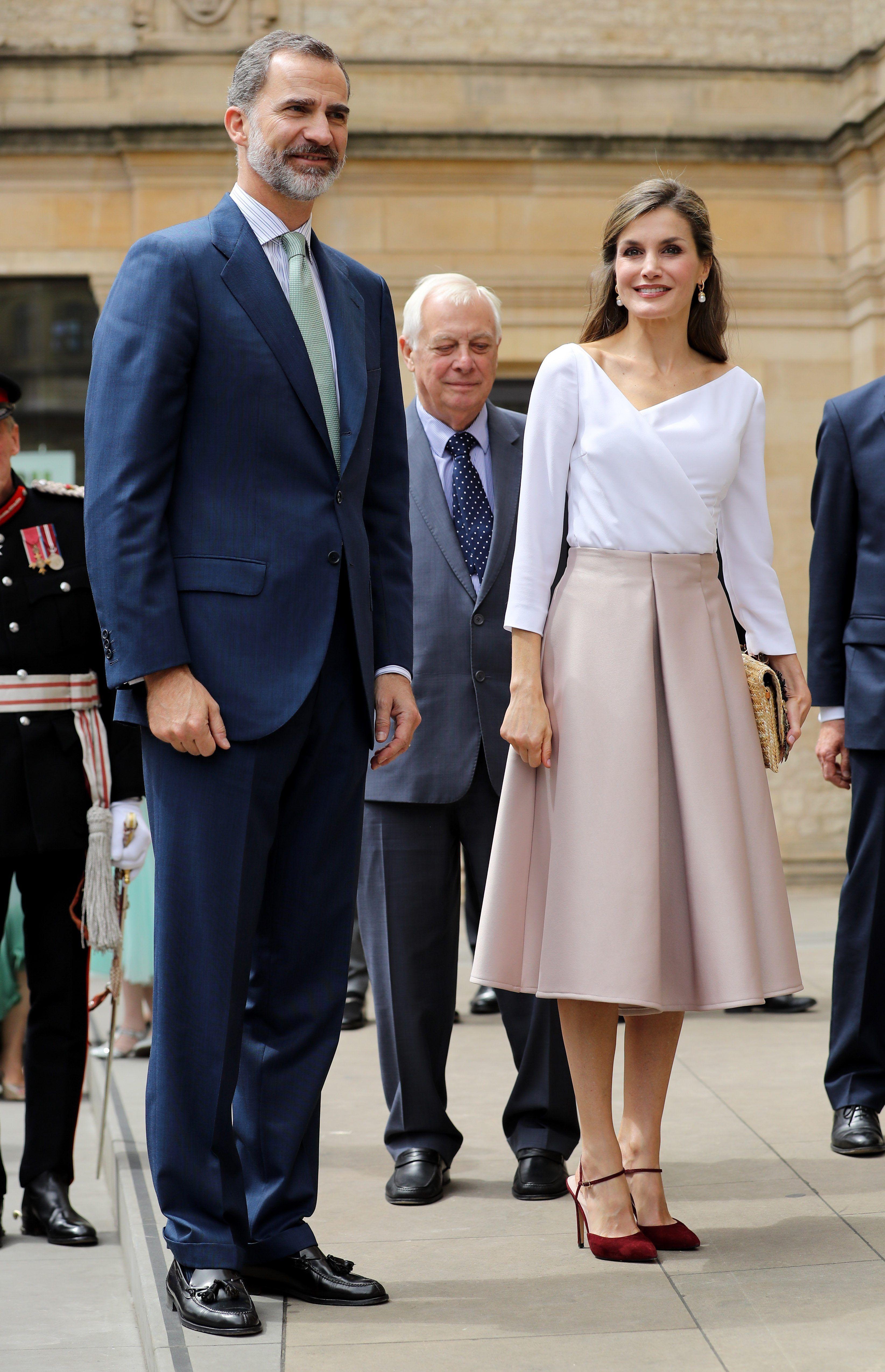 Voir tout le look chic de Queen Letizia lors de sa visite d'état au  Royaume-Uni - Fashion Style Mag