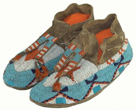 Pingl par double d ranch sur native american moccasins for Vetements artisanat indien