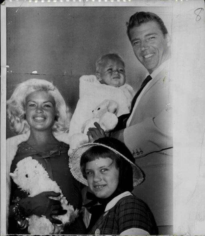 Jayne mansfield mickey hargitay jayne marie and baby for Jayne mansfield and mickey hargitay