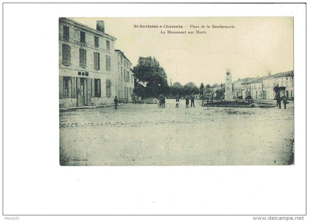 17 - Saint Savinien sur Charente - Place de la gendarmerie - Le monument aux morts - animation -