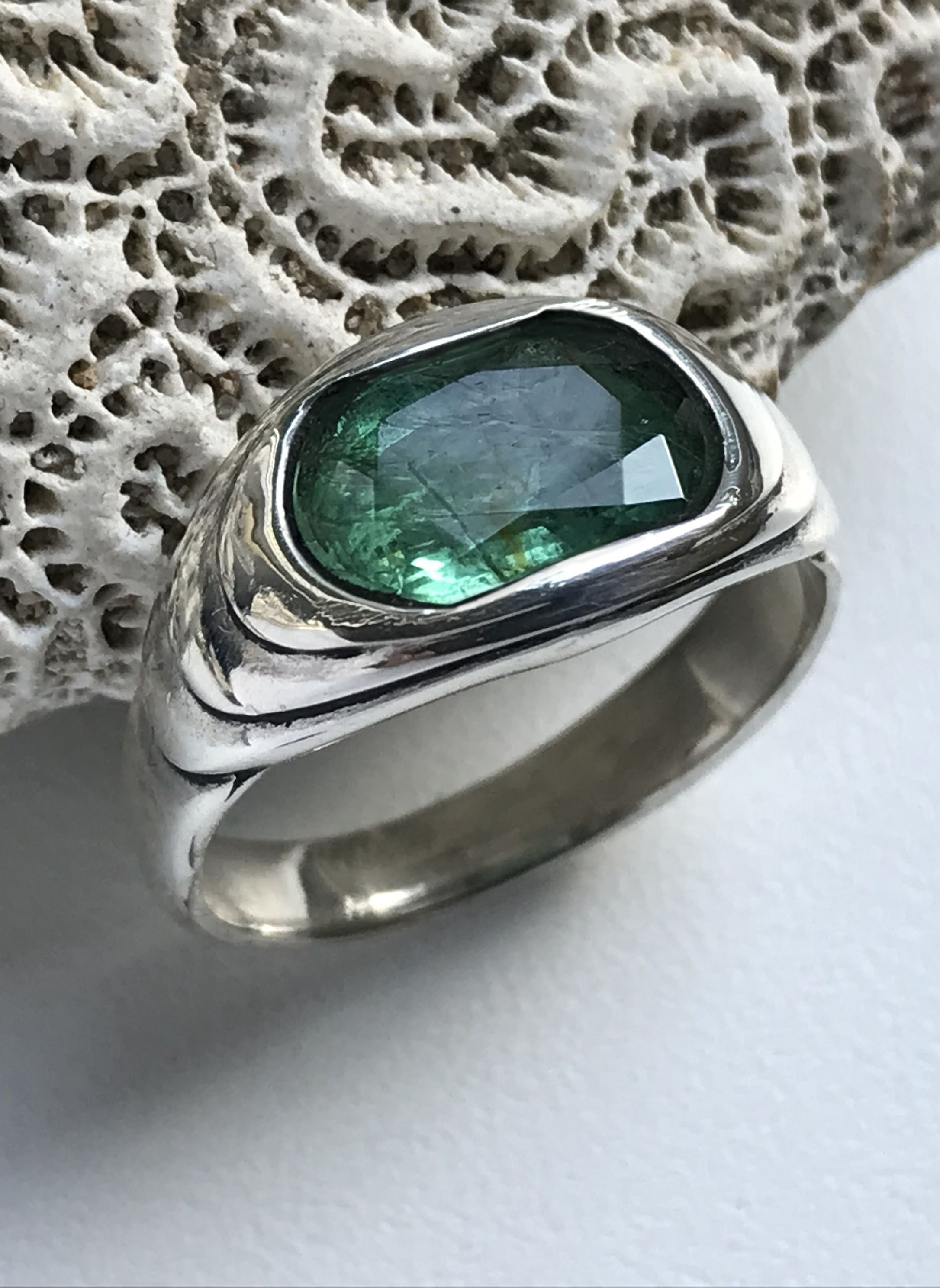 AAA QUALITY STERLING 925 SILVER HANDCRAFT JEWELRY ZAMBIAN EMERALD BAND RING
