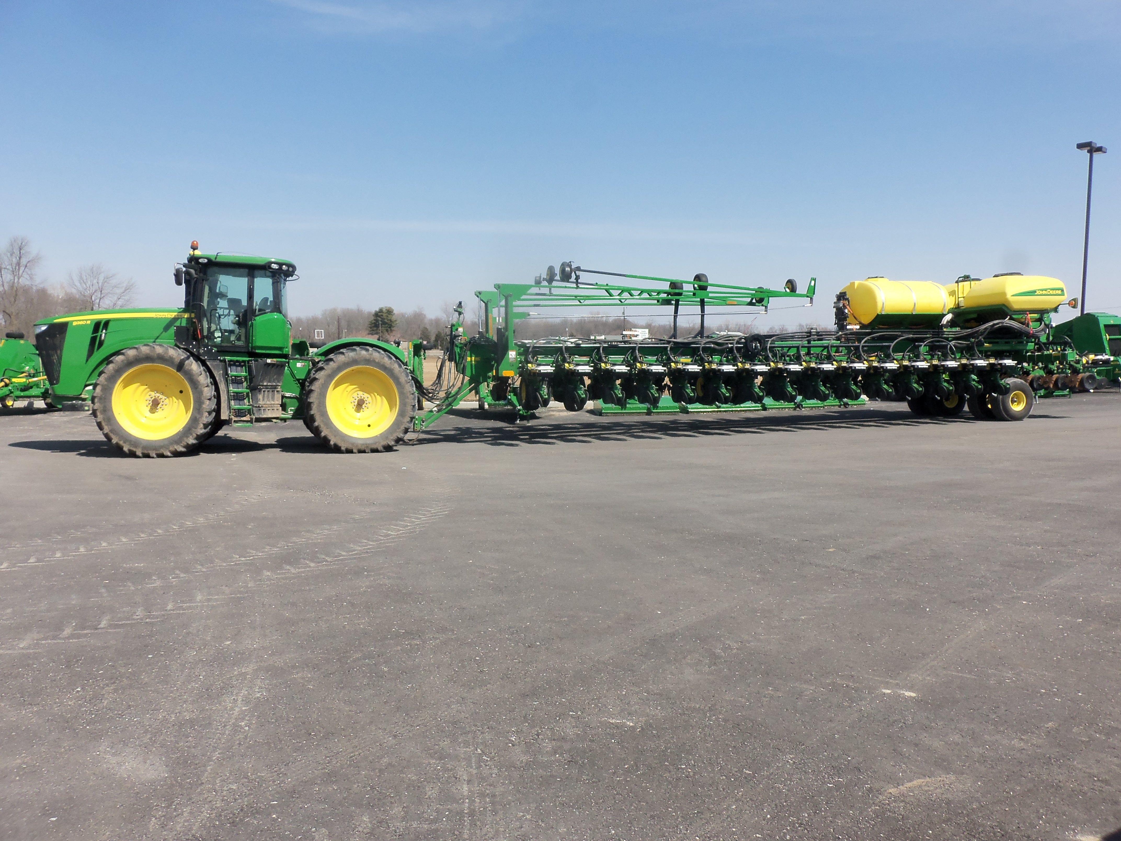 360hp John Deere 9360r Hooked To 36 Row Db90 Corn Planter John