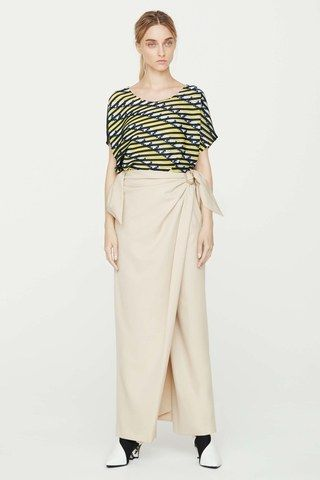 See the complete Issey Miyake Resort 2017 collection.