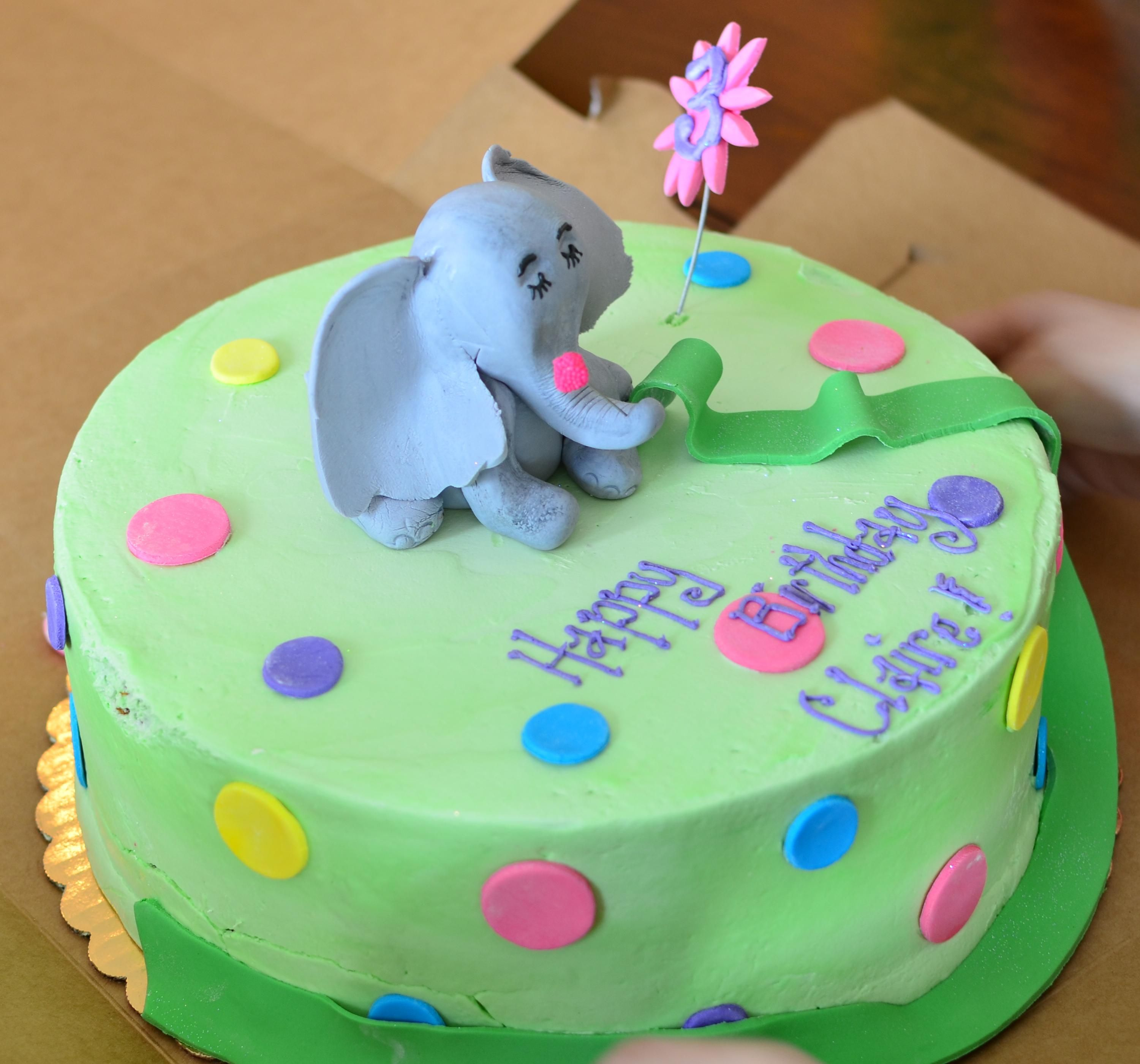 Horton Hears A Who Birthday Cake Horton Is Holding The Pink Clover