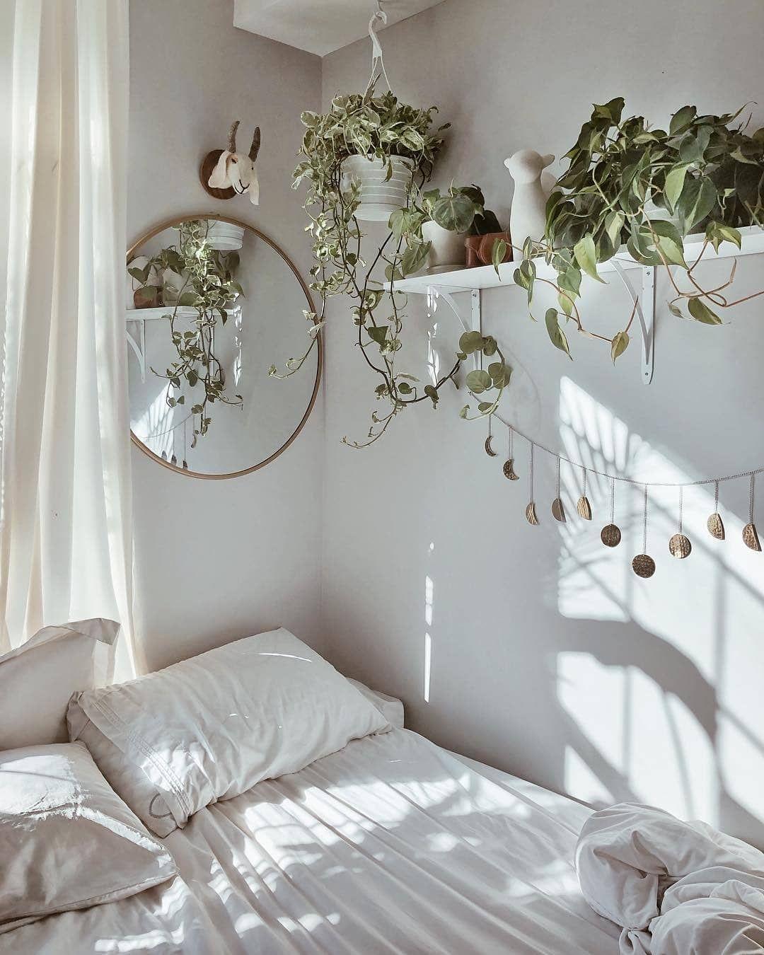 """SoLebIch.de on Instagram: """"Wundervolles Lichtspiel im hellen Schlafzimmer von @jnaydaily ausBrooklyn, New York"""