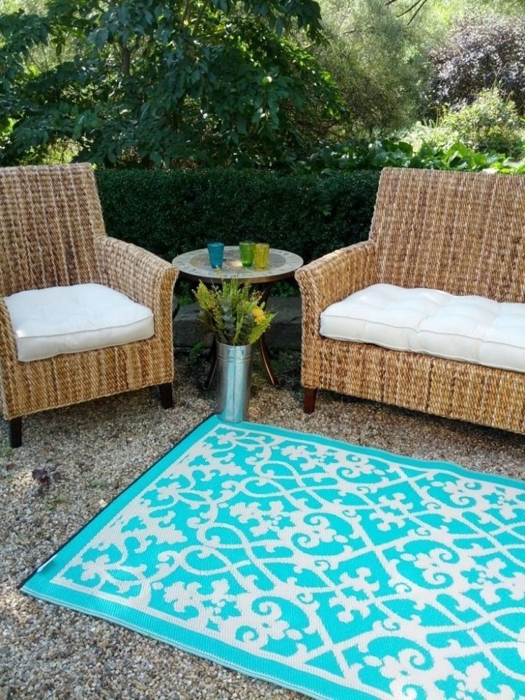 outdoor-teppiche-design-bunt-muster-tuerkis-weiss-gartenmoebel