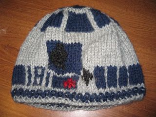 Excessively Diverted  R2D2 knit hat pattern  bb0a4e2a206