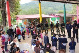 El Lobo, Landa de Matamoros, Qro. 10 de octubre de 2016.- Un proyecto de proximidad social con niños de kínder,...