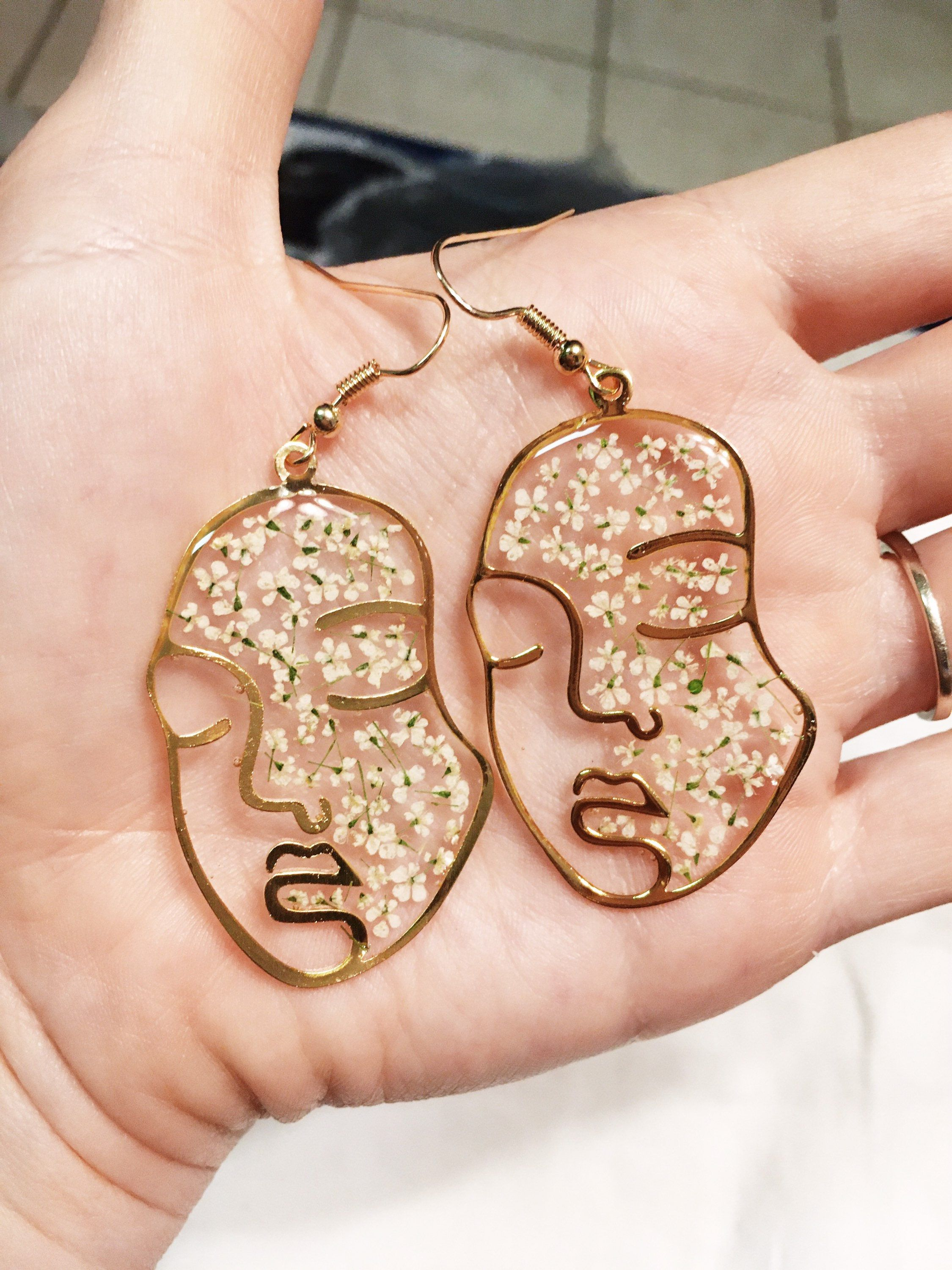 24k gold plated face earrings women, queen anne's lace real pressed flowers, botanical earrings, friend gift jewelry, resin jewelry