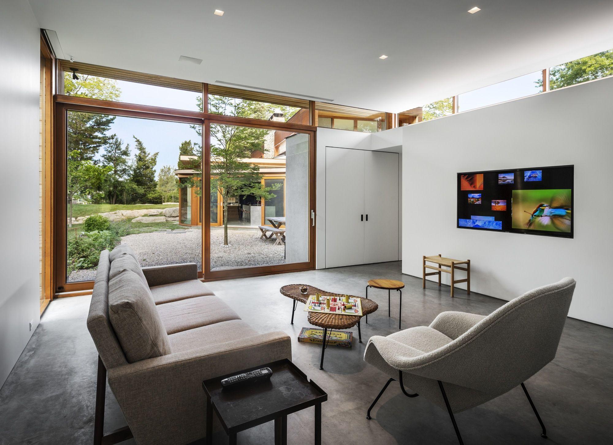 Galeria - Residência Stonington / Joeb Moore  Janela alta recuada, funciona como lightshelf