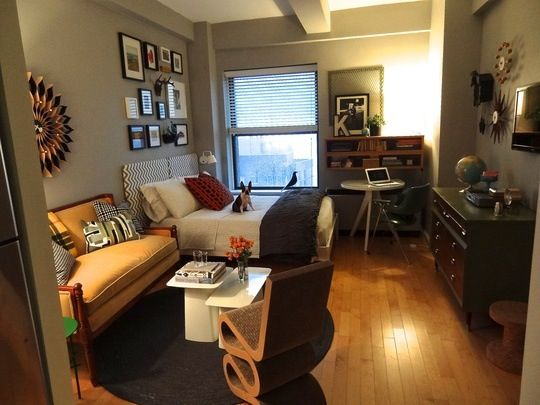 Loving the accent furniture set up in this studio studio - Studio apartment furniture layout ...