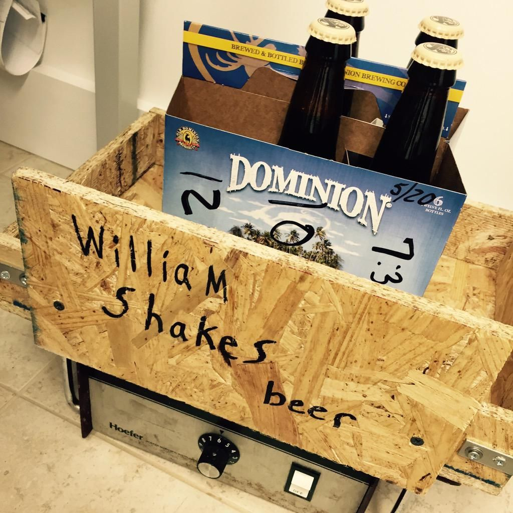 Paying homage 2 the great #WilliamShakespeare w our lab beer shaker #WilliamShakesBeer #de #craftbeer #livinthedream
