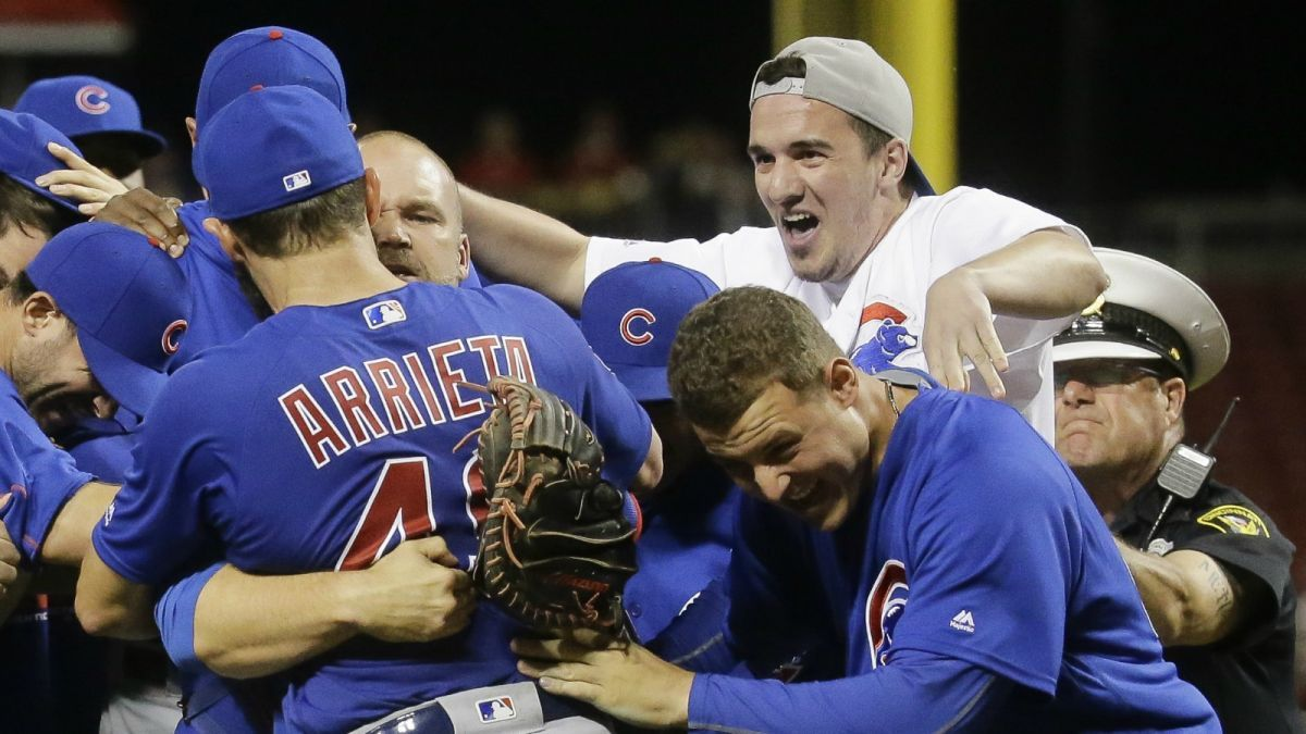 Cubs fan explains why he rushed field after Arrieta's no