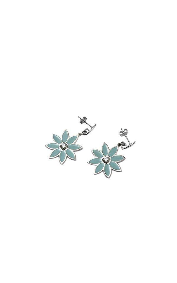 Orecchini Pensieri Felici con pendente a forma di margherita in argento rodiato e smalto verde: un colore pastello per chi trova nella dolcezza la sua felicità.