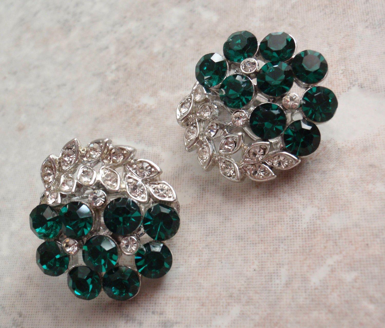 Emerald Rhinestone Earrings #lisnerearrings #greenrhinestones  #vintageearrings #emeraldclear