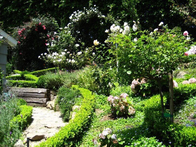 Marvelous English Gardens Photos | Laguna Beach Cottage | European Garden Design