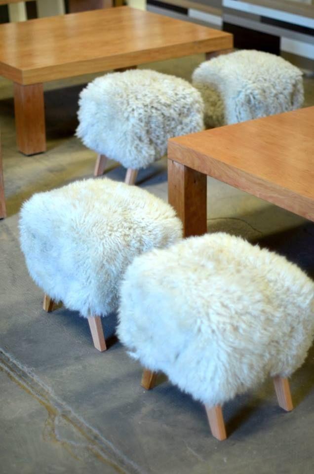 Banco Matero moderno, con cuero de oveja y patas de madera | Cocina ...