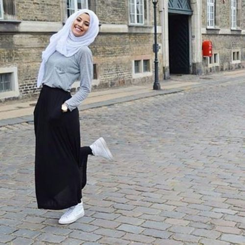 Hijab chic from the street http://www.justtrendygirls.com/hijab-chic-from-the-street/