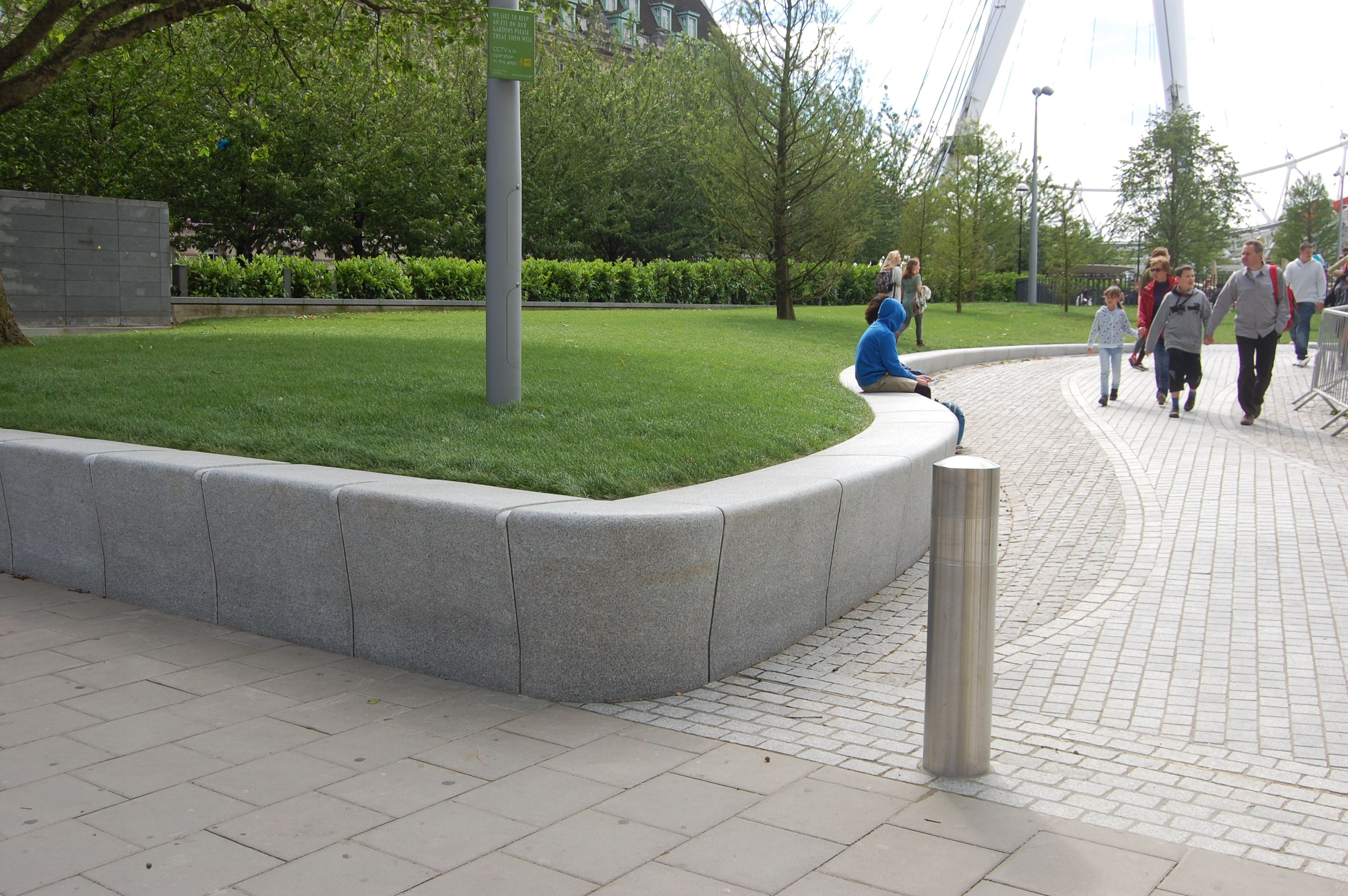 Jubilee Gardens London South Bank Designed By Landscape Architects West 8 Jubilee Gardens Wall Seating Easy Landscaping