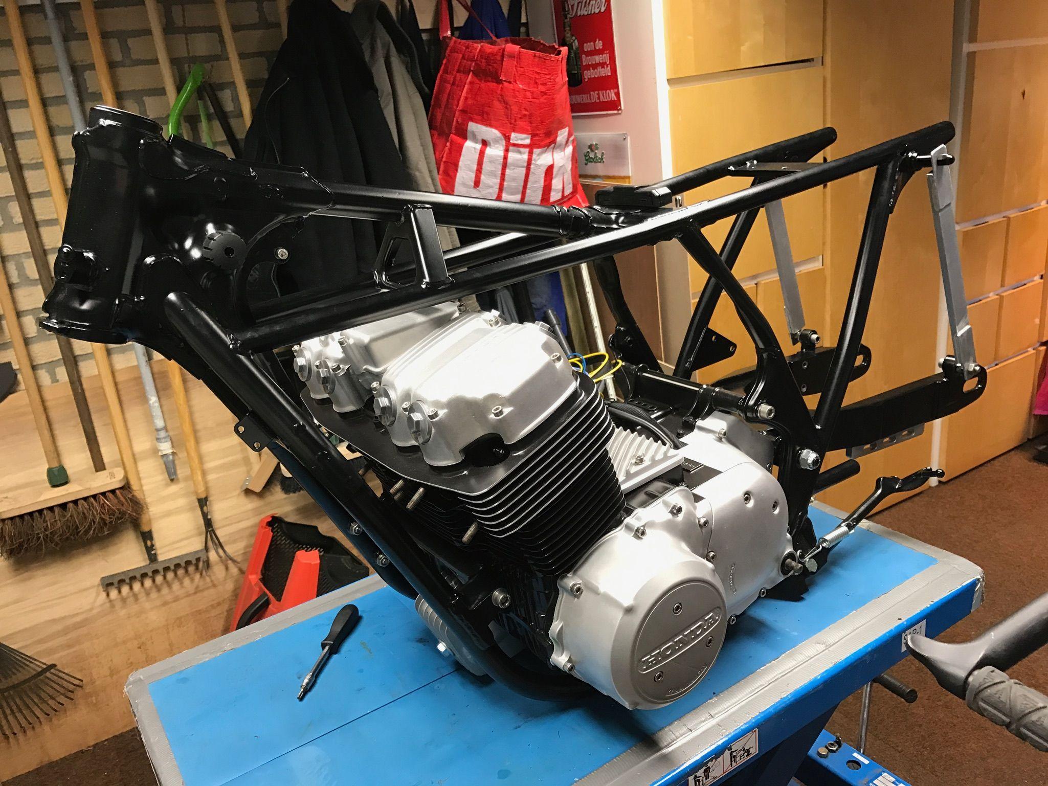 powder coated frame with a cb750 refurbished engine | Cafe
