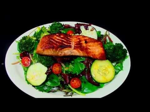 Rica Ensalada Con Salmon Youtube Ensalada Con Salmon Ricas Ensaladas Ensaladas Saludables
