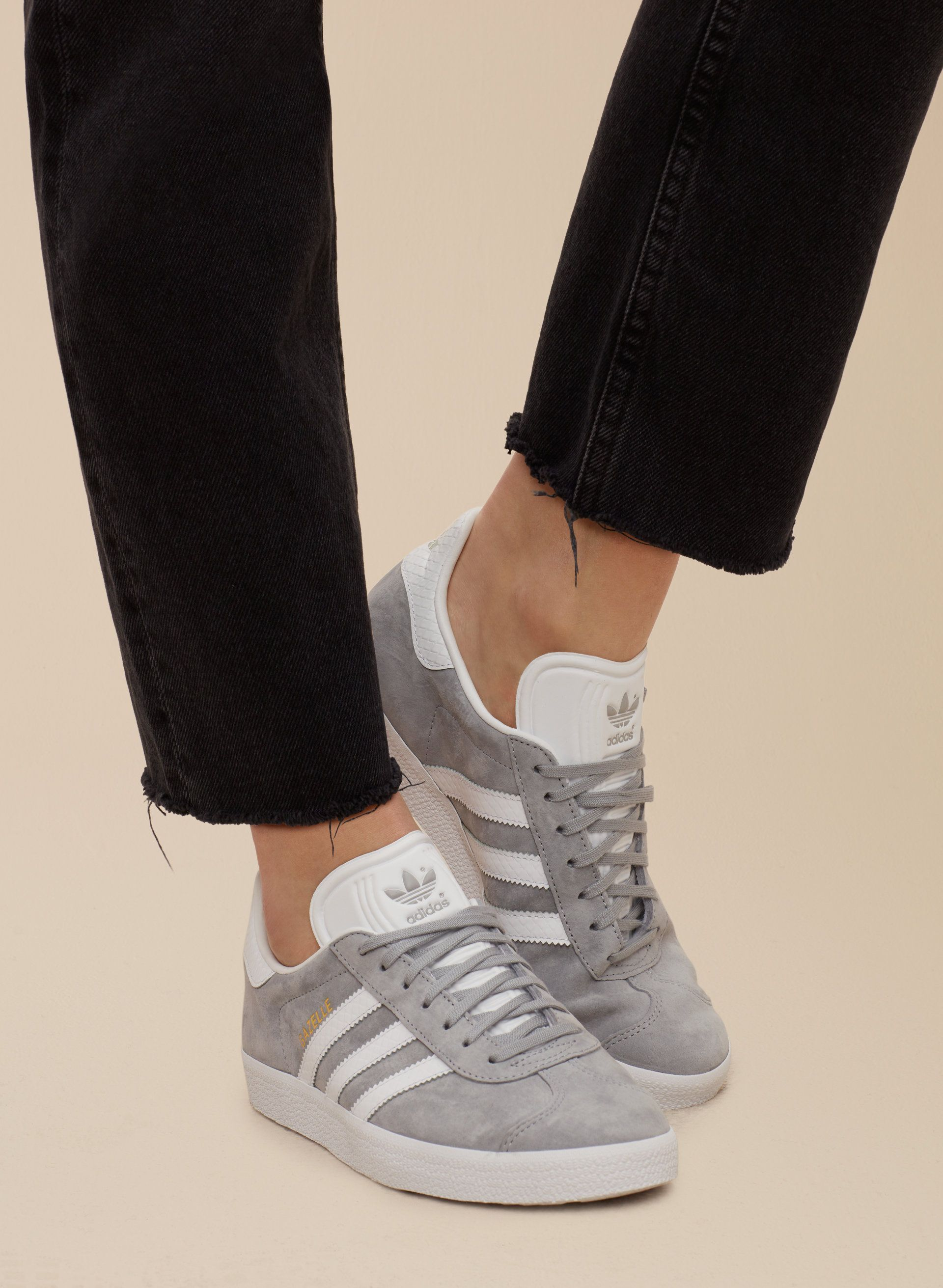 best sneakers 3c968 3dc77 Pin by Ariela Benchoam on shoooess in 2019   Pinterest   Adidas ...