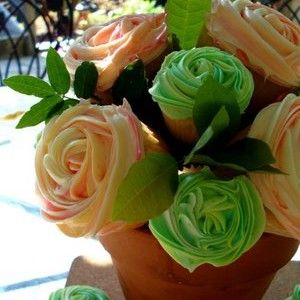 beautiful flower cupcakes!