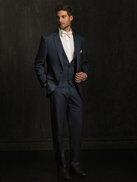 Trajes de novio para una boda con estilo clásico  Chaqué en azul marino de Allure  Men 77e67b2143e